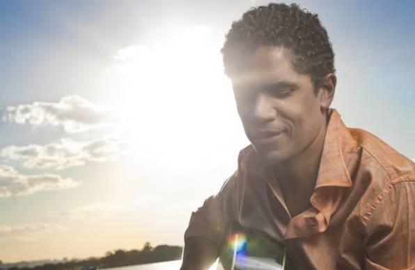 Alexandre Carlo, vocalista do Natiruts, já se apresentou na festa  ( Alexandre Fortes/Divulgação)