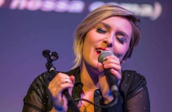 Luiza Caspary apresenta, hoje, na Fnac, canções do novo álbum (Bruno Guerra/Divulgação)