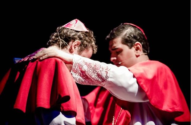 Arte e religiosidade marcam espetáculo sobre a vida de João Paulo II (Felipe Rodrigues/Divulgação)