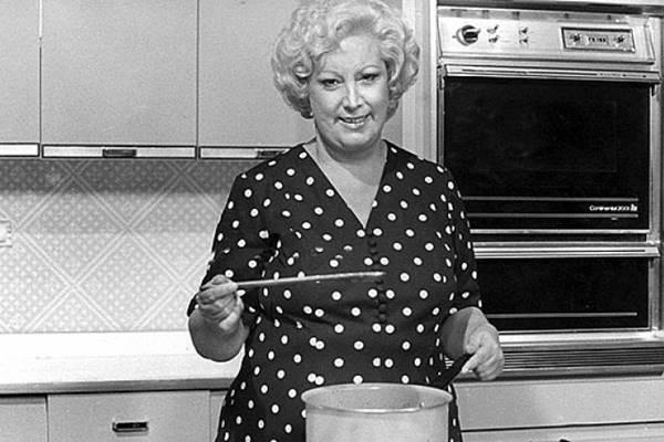 A cozinheira Ofélia foi uma das pioneiras da tevê brasileira (Band/Reprodução)