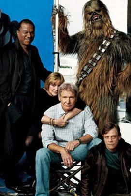 O ator  Peter Mayhew, que faz o Chewbaca, postou foto atual do elenco em seu Twitter (Twitter/Divulgação )