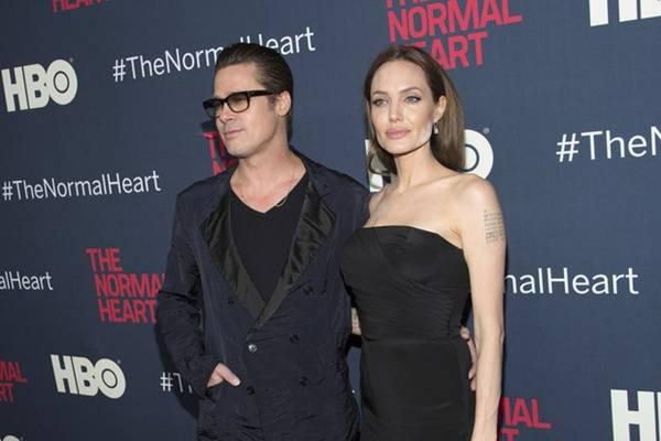 Brad Pitt e Angelina Jolie em estreia de longa (Andrew Kelly/Reuters)