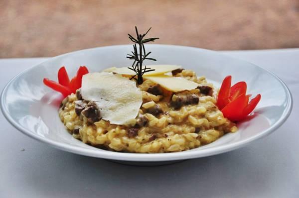 No restaurante Fortunata, filé-mignon é flambado no conhaque e no vinho branco  (Paula Rafiza/Esp. CB/D.A Press)