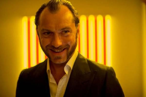 Jude Law empresta seu talento a uma produção menor, dirigida por Richard Shepard  (Nick Wall/Divulgação)