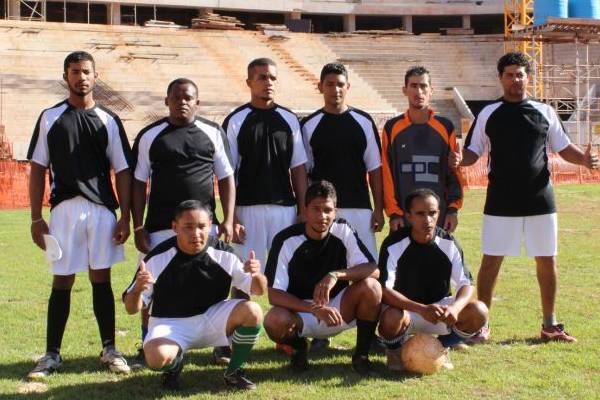 Documentário registra torneio interno de operários da construção do Mané Garrincha  (Virna Smith/Divulgação)