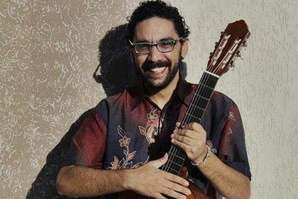 Músico Alberto Salgado (Amanda Freitas/Divulgação)