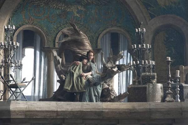 Garoto vive Robyn Arryn, em 'Game of Thrones', e participa de cenas polêmicas no dia 1º de junho na HBO.  (HBO/Divulgação)