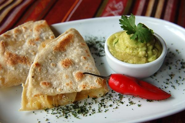 Quesadilhas com molho está entre os pratos que serão servidos no buffet  (Telmo Ximenes/Divulgação )