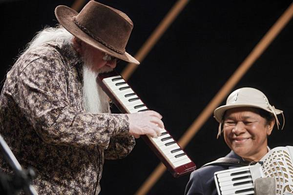 Hermeto Pascoal e Dominguinhos dividem o palco em cena do longa  (Thomas BaccaroCB/D.A Press)