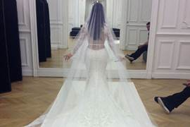 O vestido de Kim foi avaliado em 1,1  milhão de reais (E! News/Divulgação)