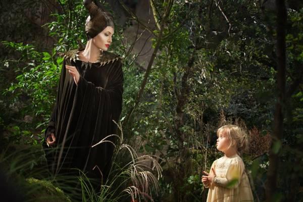 Durante as gravações de Malévola, a atriz contracenou com a filha de cinco anos: as outras crianças ficavam assustada por conta da fantasia de bruxa (Disneyt/Divulgação)