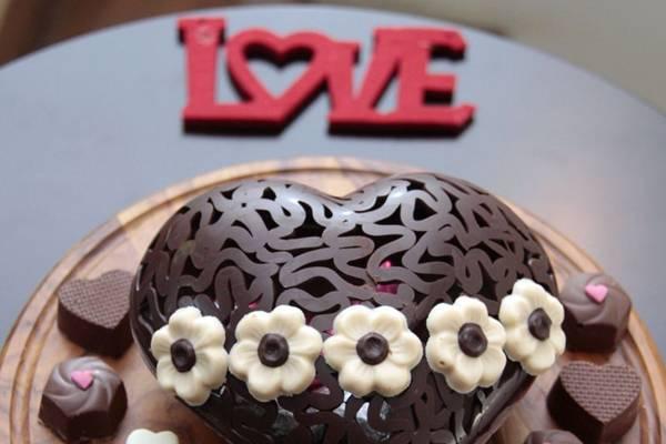 Coração de chocolate amargo vem com bombons recheados de gianduia  (Ana Rayssa/Esp. CB/D.A Press)