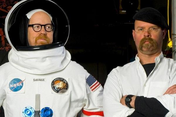 Adam Savage e Jamie Hyneman, apresentadores do programa Caçadores de Mitos (Discovery Channel/Divulgacao)