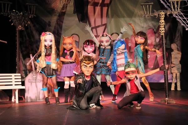 Neste ano, a peça traz uma novidade: o uso de máscaras gigantes  (Monster High/Divulgação)