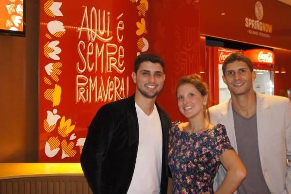 Paulo Sarkis, Thaís Antônio e Rodrigo Paulúcio apostam no rolinho primavera para a refeição inteira  (SpringNow/Divulgação)