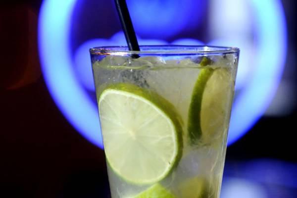 Bebida considerada patrimônio nacional, era conhecida como rum brasileiro.  (Carlos Vieira/CB/D.A Press)