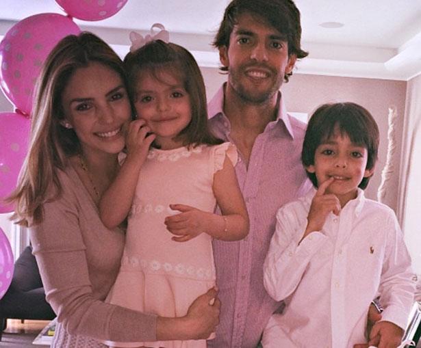 Kaká, Caroline e os filhos na festa de aniversário da caçula Isabella (Reprodução/Instagram)