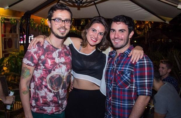 Hiran Albuquerque ,Carol Soares e Rafael Villa     (Romulo Juracy/Esp. CB/D.A Press)