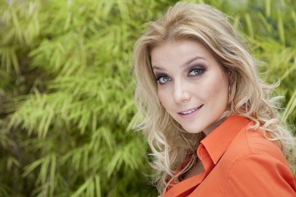 Luiza Possi apresenta músicas do disco Sobre o  Amor e o Tempo  (Carol Caminha/Divulgação)