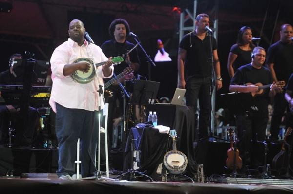 Show do cantor Pericles no Samba Brasilia 2013, no estacionamento do Mané Garrincha (Antonio Cunha/Esp. CB/D.A Press)