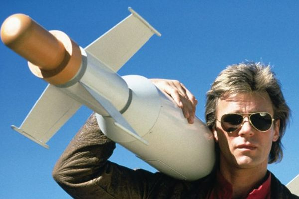 O sucesso do personagem foi tamanho que o ator Richard Dean Anderson é chamado até hoje para revivê-lo  (ABC/Reprodução)