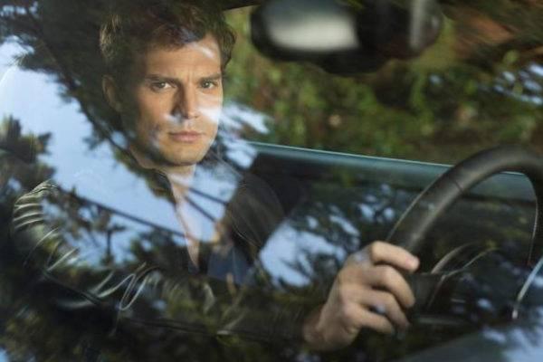 Jamie Dornan, como Christian Grey em cena de Cinquenta tons de cinza (Divulgação)