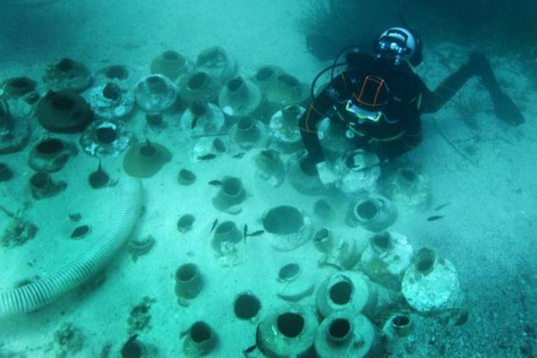 Cousteau foi o primeiro a exibir importantes espaços submarinos na televisão (AFP PHOTO / BORIS HORVAT )
