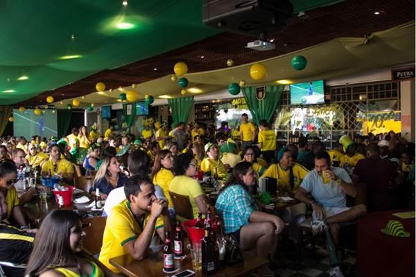 A Choperia Maracanã exibirá a partida dessa segunda-feira em oito televisores (Rômulo Juracy/Divulgação)