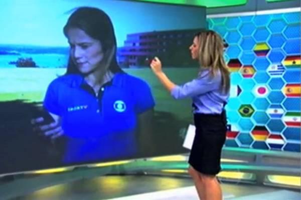 A repórter Fernanda Gentil foi surpreendida no último domingo mexendo no celular ao vivo (Reprodução)