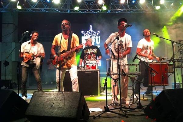 Grupo D'funk in samba (Facebook/Reprodução)