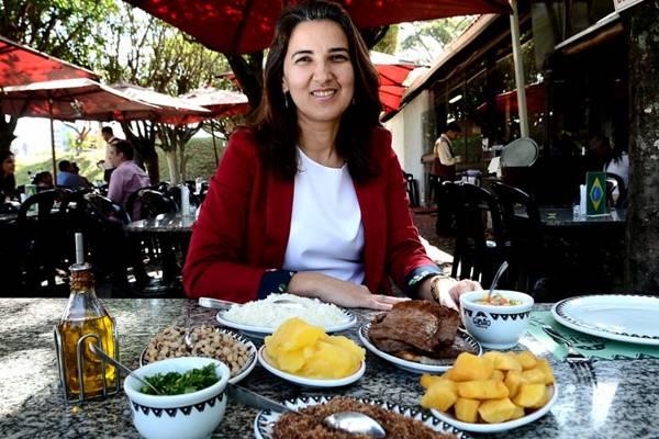 Eudinice Almeida oferece duas versões de guarnição para a carne de sol no Gibão  (Marcelo Ferreira/CB/D.A Press)