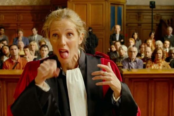 Sandrine Kimberlaine conquistou a crítica francesa no papel de uma juíza alcoólatra
