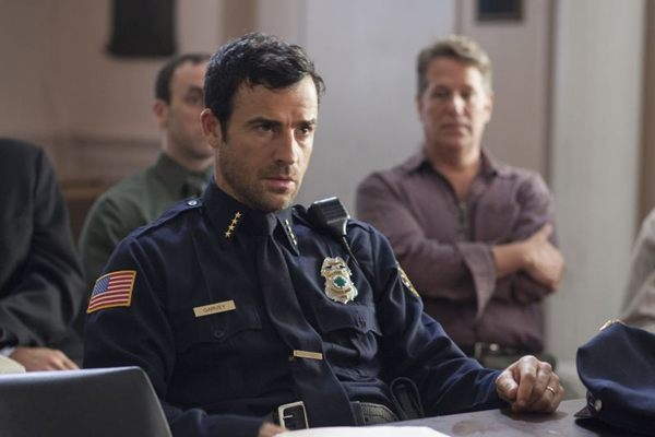 Justin Theroux vive o chefe da polícia local Kevin Garvey, que tenta levar esperança à população (Paul Schiraldi/HBO/Divulgação)