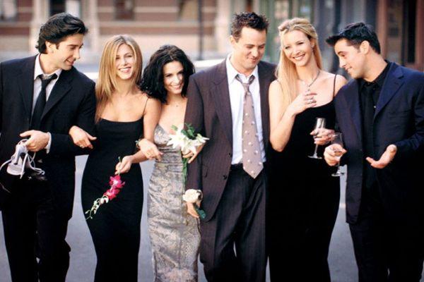Ator Matthew Perry (Chandler) e Lisa Kudrow (Phoebe), ambos do famoso seriado 'Friends' estarão juntos em novo projeto ( Warner Channel/Divulgação)