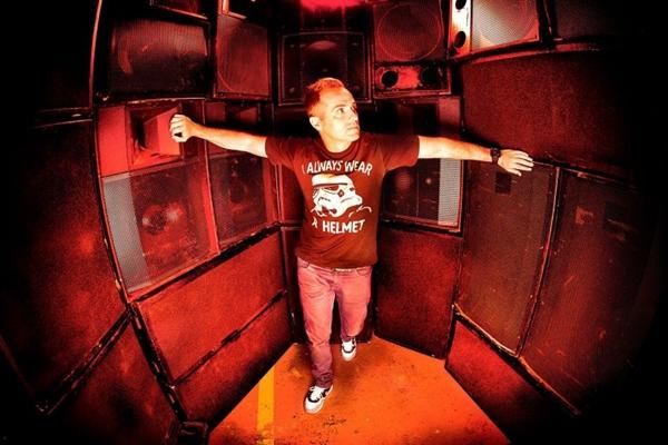DJ Abel Ramos se apresenta na balada  (Era Producciones/Divulgação)