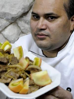 Sérgio Lopes aconselha temperar a carne apenas com sal e pimenta  (Carlos Vieira/CB/D.A Press)