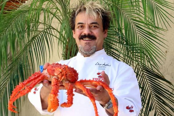Chef Lino Adillon, de 54 anos, proprietário do restaurante Volver, à beira do Canal Beagle, em Ushuaia (Oswaldo Reis/Esp. CB/D.A Press)