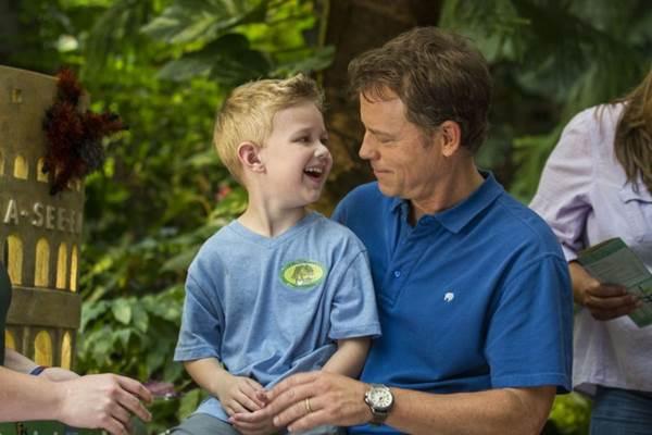Pastor se apega à religião diante da possibilidade da morte do filho (Allen Fraser/Sony Pictures)