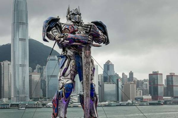 Cena de 'Transformers' (AFP PHOTO/Philippe Lopez)