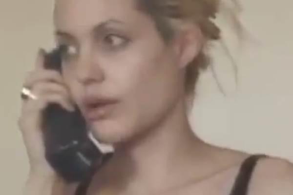 O vídeo foi gravado em 1999, no apartamento da atriz, em Manhattan (Reprodução/Youtube)