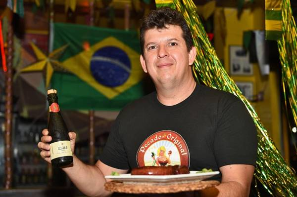Aílton Tristão e cerveja mineira Wäls Dubbel, medalha de ouro na copa do mundo das cervejas (Breno Fortes/CB/D.A Press )