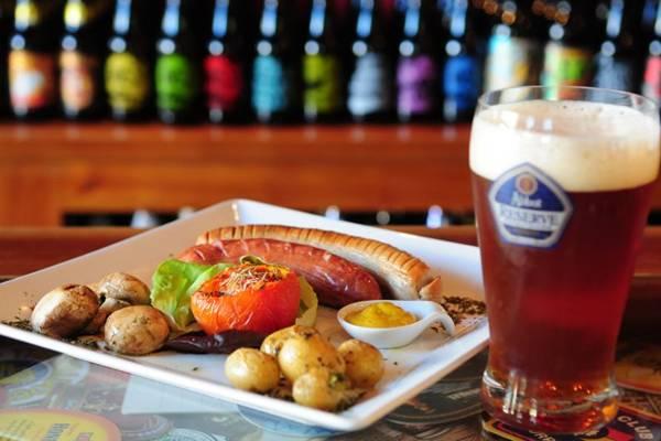 A cerveja britânica Abbot Reserve combina com salsichas (Bruno Peres/CB/D.A Press )