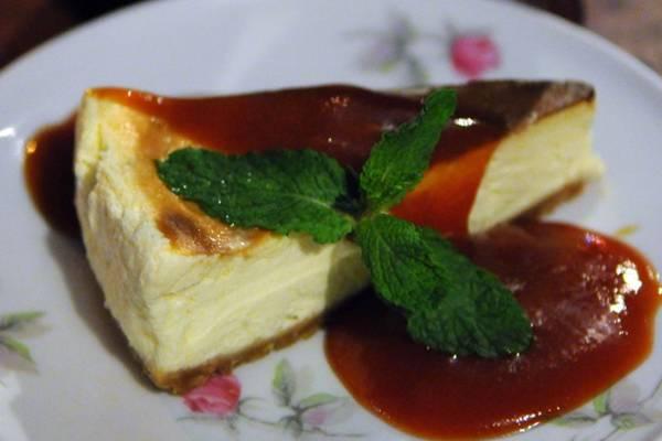 Cheesecake com calda de goiaba, do Pinella, harmoniza com a australiana Cooper's  (Bruno Peres/CB/D.A Press)