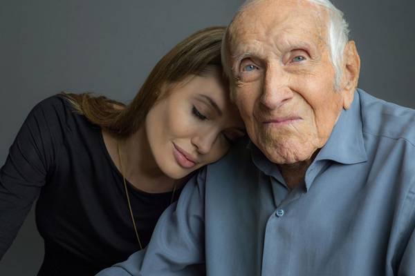 Angelina Jolie dirige filme sobre veterano de guerra e atleta olímpico Louis Zamperini (adorocinema/divulgação)
