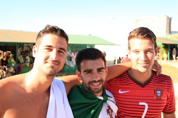 Canadenses Alex Vieira, Kevin Pereira e Stéfano Vieira na Torre de TV ( Pedro Lins/CB/D.A Press)