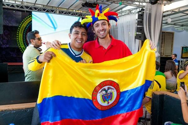 Colombianos Miguel Gutierrez e César Prias no Deck Lounge (Felipe Menezes/Divulgação)