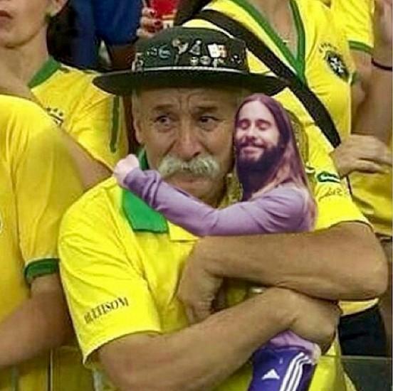 Jared Leto consolando o torcedor brasileiro (Reprodução)