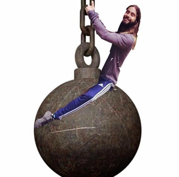 Jared Leto e a bola de demolição de Miley Cyrus (Reprodução)