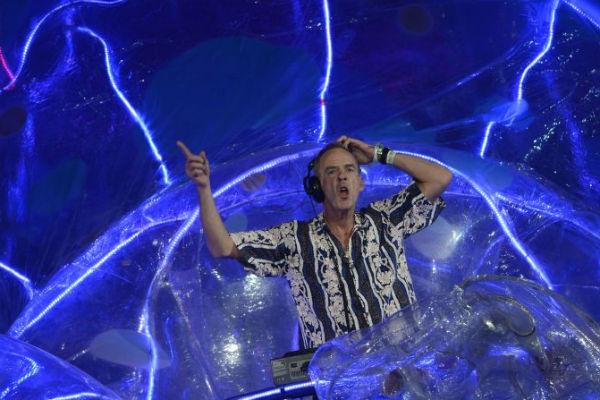 Fatboy Slim acha que a atração tira a essência da música eletrônica (AFP PHOTO / ADRIAN DENNIS )