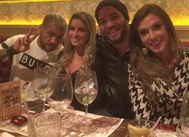Daniel Alves ao lado de Fernanda Penido: moça pode ser o novo affair do jogador (Instagram/Reprodução)